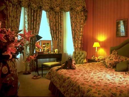 a typical room at athenaeum hotel london. Black Bedroom Furniture Sets. Home Design Ideas