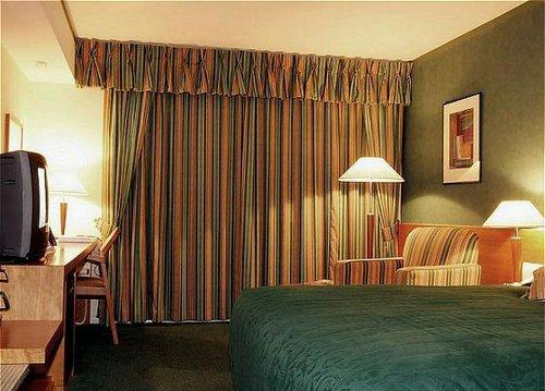 Holiday Inn Rooms a Room at Holiday Inn London